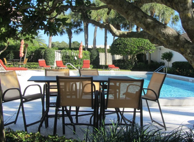 Crosswinds is a real estate community within Jonathan's Landing in Jupiter, Florida offering golf course view single family homes for sale and rent.
