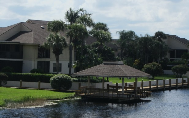 Waterbend is a real estate community within Jonathan's Landing in Jupiter, Florida offering water front town homes for sale and rent.