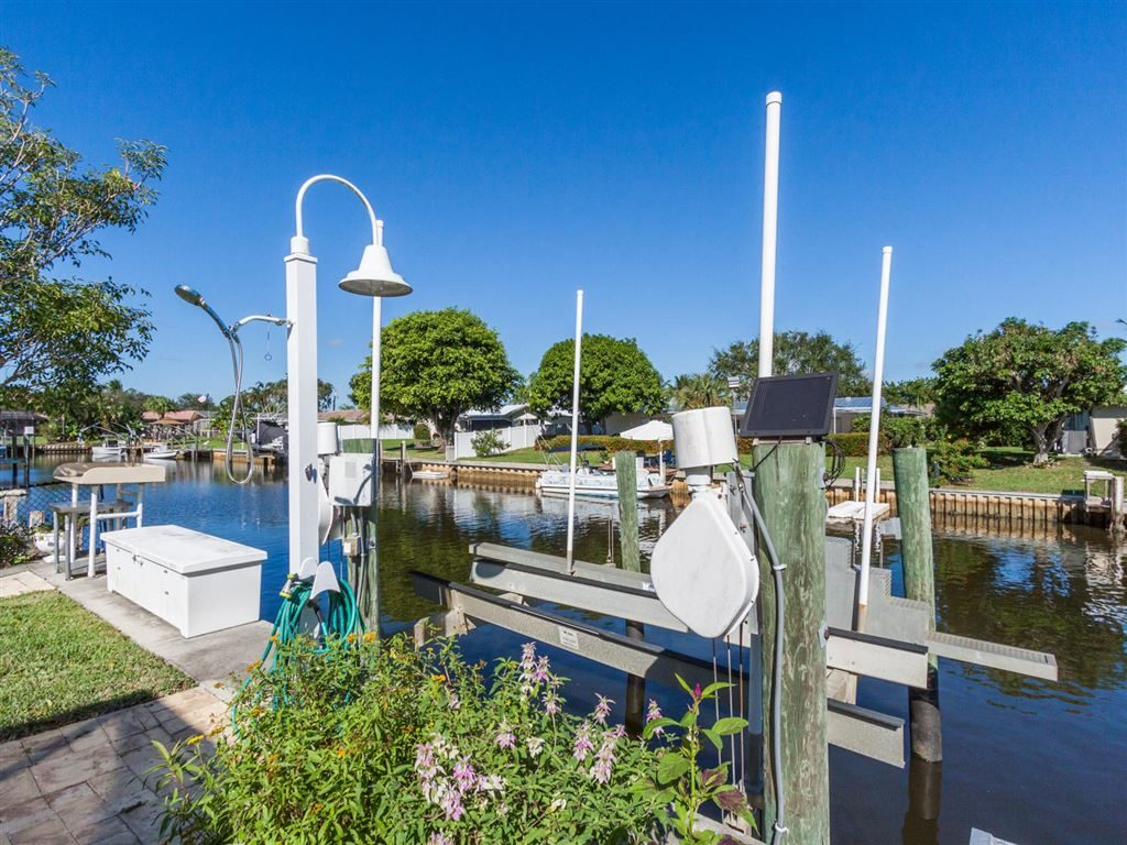Country Club Point Tequesta Waterfront Home For Sale - 23 Starboard Way, Tequesta, FL 33469