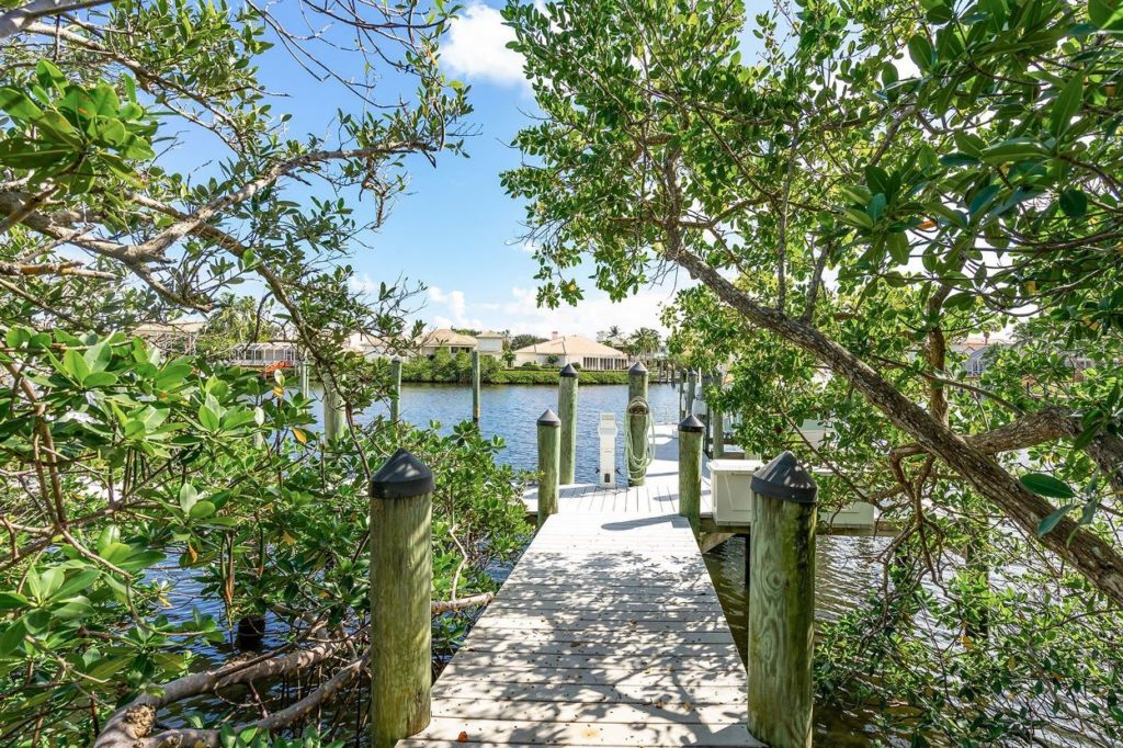 Jonathan's Landing Waterfront Barrow Island Home For Sale - 3379 Bridgegate Drive, Jupiter, FL 33477